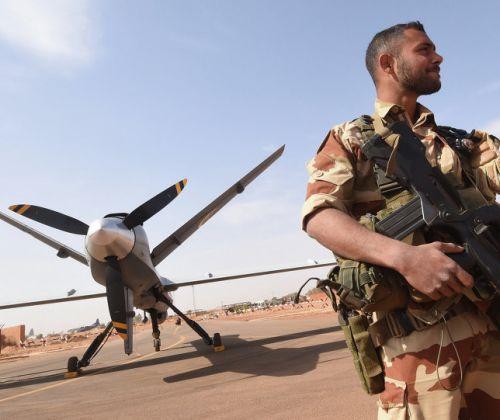 Sahel: la Francia cerca alleati per arginare gli assalti dei terroristi islamici